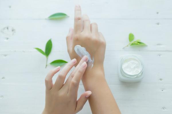 cremas hidratantes para cuidar tu piel